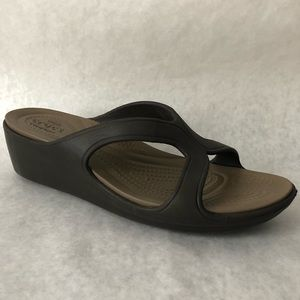 Crocs Sandals Womens Size 9 Brown Open Toe Sanrah